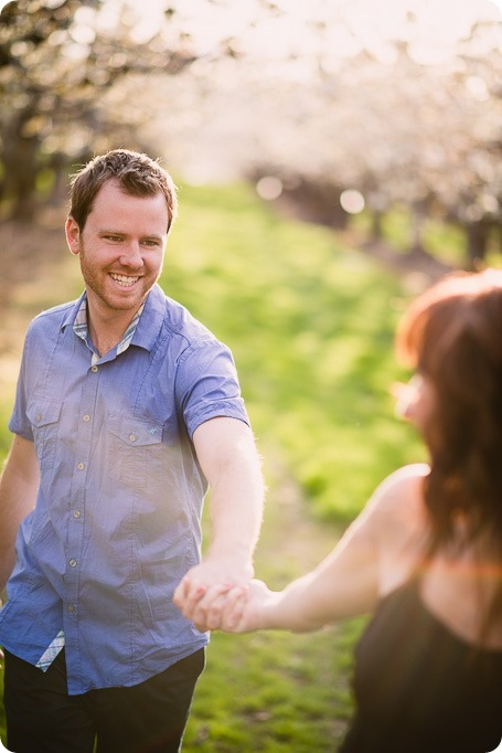 Kelowna-wedding-photographer_cherry-blossom-engagement-session_sunset-couples-portraits_tandem-bike__85829_by-Kevin-Trowbridge