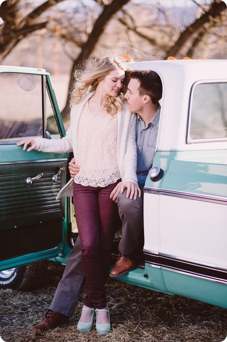 vintage-truck-engagement-session_Okanagan-photographer_sunset-field-couples-portraits__46717_by-Kevin-Trowbridge