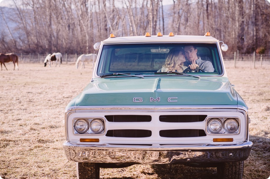 vintage-truck-engagement-session_Okanagan-photographer_sunset-field-couples-portraits__46886_by-Kevin-Trowbridge