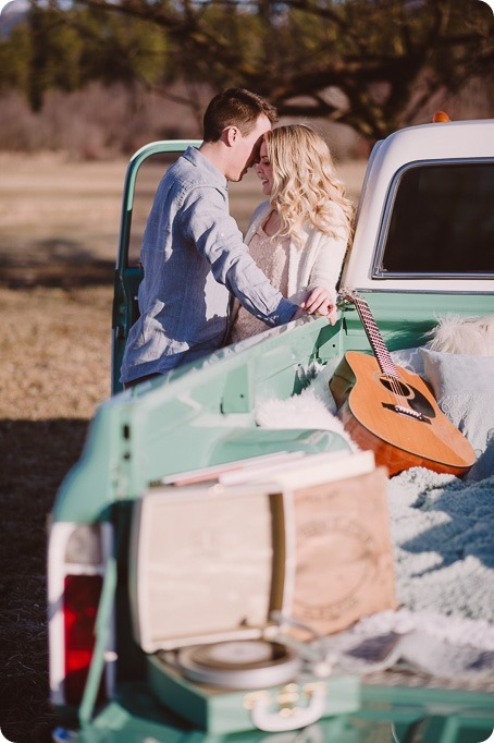 vintage-truck-engagement-session_Okanagan-photographer_sunset-field-couples-portraits__46972_by-Kevin-Trowbridge