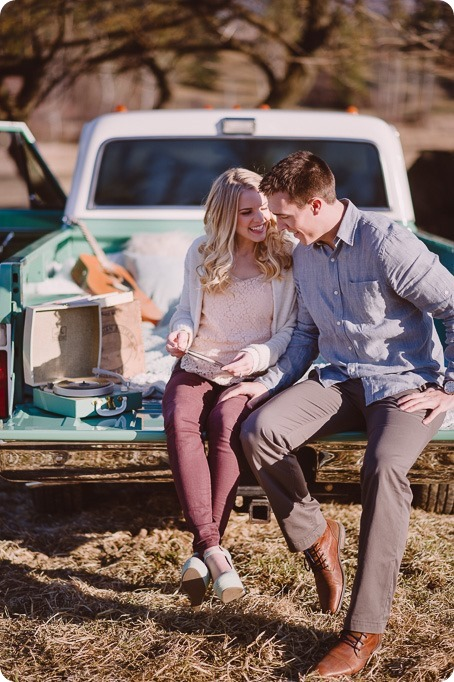 vintage-truck-engagement-session_Okanagan-photographer_sunset-field-couples-portraits__46976_by-Kevin-Trowbridge