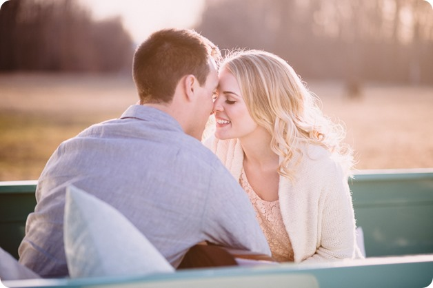 vintage-truck-engagement-session_Okanagan-photographer_sunset-field-couples-portraits__47127_by-Kevin-Trowbridge