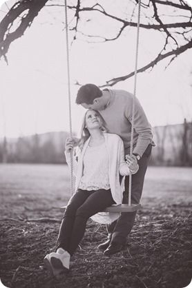 vintage-truck-engagement-session_Okanagan-photographer_sunset-field-couples-portraits__47248_by-Kevin-Trowbridge-2
