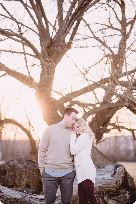 vintage-truck-engagement-session_Okanagan-photographer_sunset-field-couples-portraits__47322_by-Kevin-Trowbridge