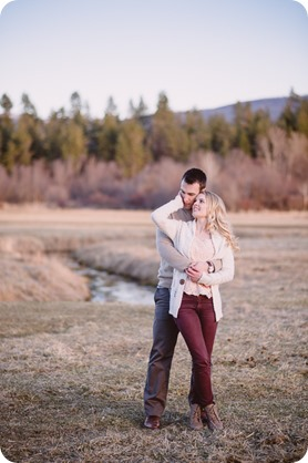 vintage-truck-engagement-session_Okanagan-photographer_sunset-field-couples-portraits__47338_by-Kevin-Trowbridge