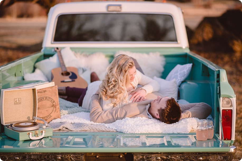 vintage-truck-engagement-session_Okanagan-photographer_sunset-field-couples-portraits__47376_by-Kevin-Trowbridge
