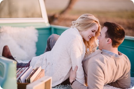 vintage-truck-engagement-session_Okanagan-photographer_sunset-field-couples-portraits__47380_by-Kevin-Trowbridge