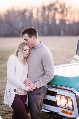 vintage-truck-engagement-session_Okanagan-photographer_sunset-field-couples-portraits__47668_by-Kevin-Trowbridge