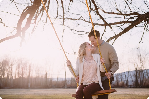 vintage-truck-engagement-session_Okanagan-photographer_sunset-field-couples-portraits__82262_by-Kevin-Trowbridge