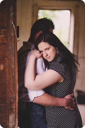 Kelowna-engagement-session_farmhouse_lake-portraits_04_by-Kevin-Trowbridge