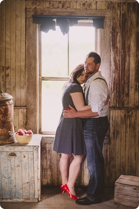 Kelowna-engagement-session_farmhouse_lake-portraits_22_by-Kevin-Trowbridge