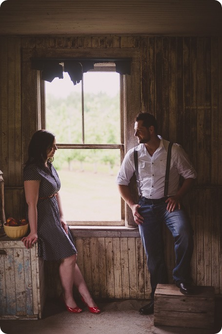 Kelowna-engagement-session_farmhouse_lake-portraits_25_by-Kevin-Trowbridge