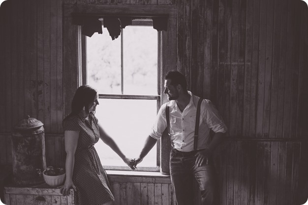Kelowna-engagement-session_farmhouse_lake-portraits_27_by-Kevin-Trowbridge