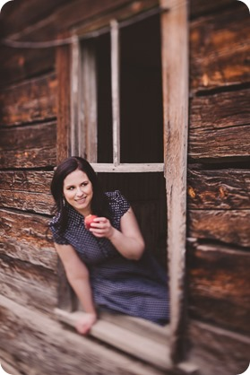 Kelowna-engagement-session_farmhouse_lake-portraits_63_by-Kevin-Trowbridge