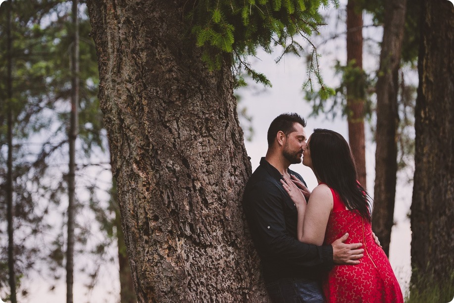 Kelowna-engagement-session_farmhouse_lake-portraits_94_by-Kevin-Trowbridge