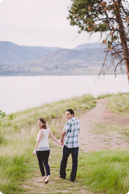 Kelowna-engagement-session_fondue-picnic_Bertram-Beach-Park_sunset_05_by-Kevin-Trowbridge