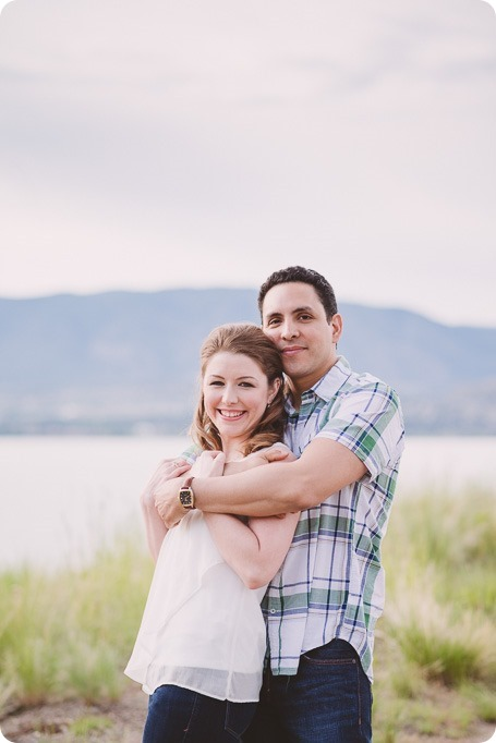 Kelowna-engagement-session_fondue-picnic_Bertram-Beach-Park_sunset_06_by-Kevin-Trowbridge
