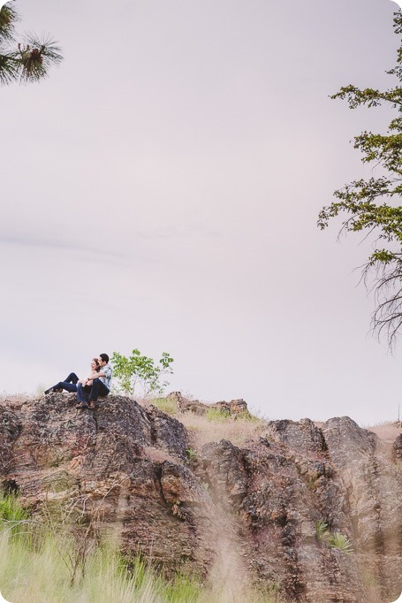 Kelowna-engagement-session_fondue-picnic_Bertram-Beach-Park_sunset_07_by-Kevin-Trowbridge