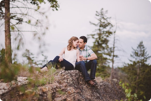 Kelowna-engagement-session_fondue-picnic_Bertram-Beach-Park_sunset_08_by-Kevin-Trowbridge