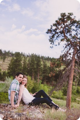 Kelowna-engagement-session_fondue-picnic_Bertram-Beach-Park_sunset_09_by-Kevin-Trowbridge
