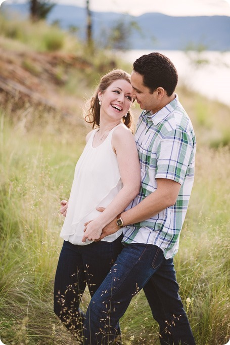 Kelowna-engagement-session_fondue-picnic_Bertram-Beach-Park_sunset_27_by-Kevin-Trowbridge