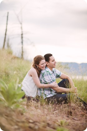 Kelowna-engagement-session_fondue-picnic_Bertram-Beach-Park_sunset_28_by-Kevin-Trowbridge