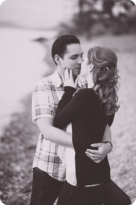Kelowna-engagement-session_fondue-picnic_Bertram-Beach-Park_sunset_37_by-Kevin-Trowbridge