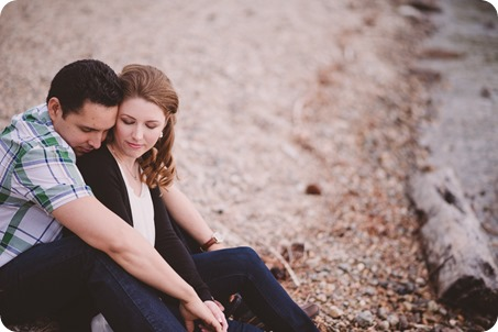 Kelowna-engagement-session_fondue-picnic_Bertram-Beach-Park_sunset_39_by-Kevin-Trowbridge