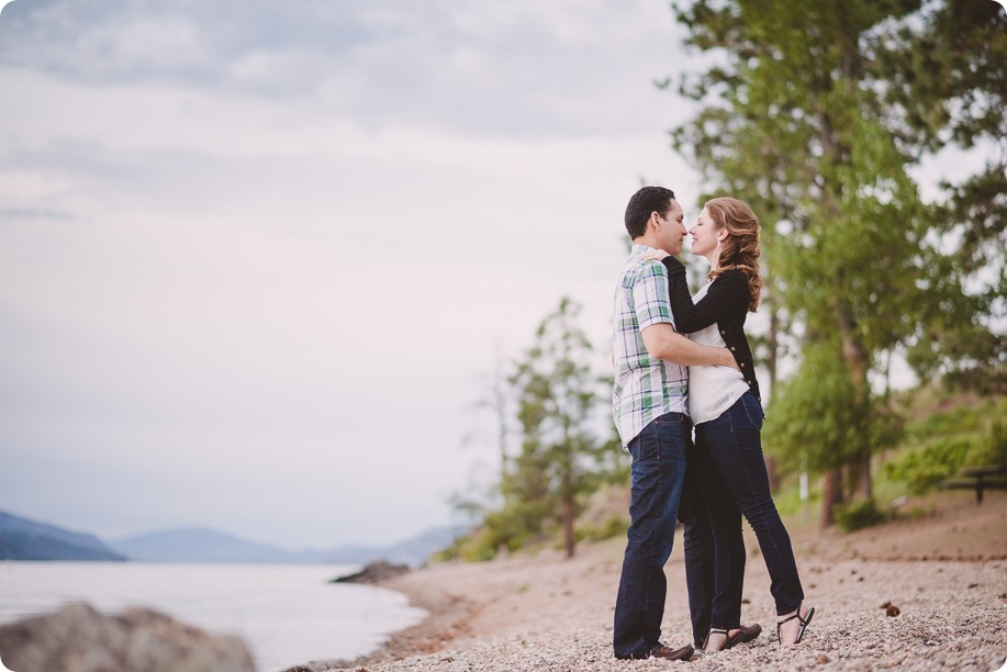 Kelowna-engagement-session_fondue-picnic_Bertram-Beach-Park_sunset_43_by-Kevin-Trowbridge