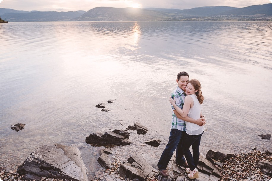Kelowna-engagement-session_fondue-picnic_Bertram-Beach-Park_sunset_70_by-Kevin-Trowbridge