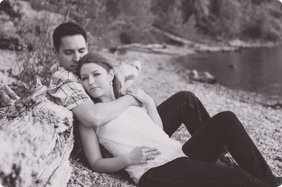 Kelowna-engagement-session_fondue-picnic_Bertram-Beach-Park_sunset_72_by-Kevin-Trowbridge