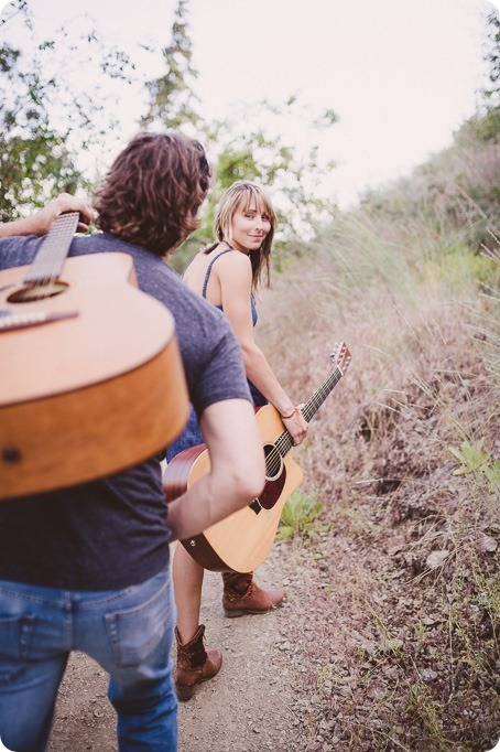 kelowna-engagement-session_lake-portraits_guitars55_by-Kevin-Trowbridge
