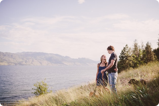 kelowna-engagement-session_lake-portraits_guitars62_by-Kevin-Trowbridge