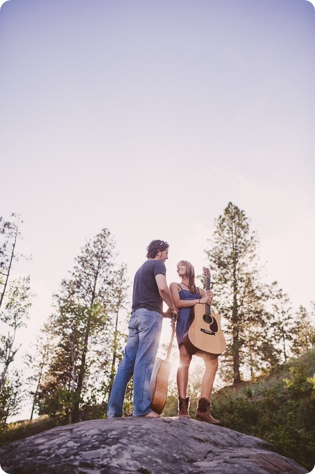 kelowna-engagement-session_lake-portraits_guitars64_by-Kevin-Trowbridge