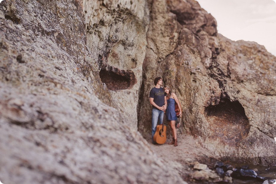 kelowna-engagement-session_lake-portraits_guitars96_by-Kevin-Trowbridge
