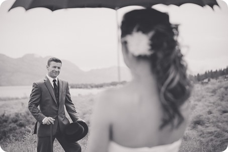 Kelowna-wedding-photographer_The-Cove-Lakeside-Resort_Gellatly-Nut-Farm_sparkler-exit__4356_by-Kevin-Trowbridge-2