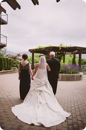 Kelowna-wedding-photographer_The-Cove-Lakeside-Resort_Gellatly-Nut-Farm_sparkler-exit__4541_by-Kevin-Trowbridge