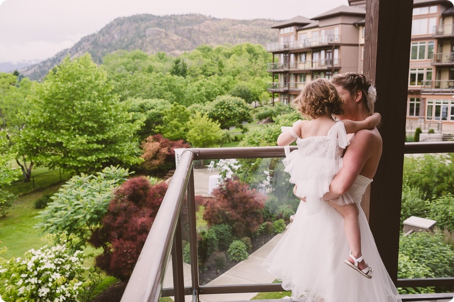 Kelowna-wedding-photographer_The-Cove-Lakeside-Resort_Gellatly-Nut-Farm_sparkler-exit__48414_by-Kevin-Trowbridge