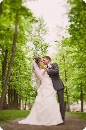 Kelowna-wedding-photographer_The-Cove-Lakeside-Resort_Gellatly-Nut-Farm_sparkler-exit__48854_by-Kevin-Trowbridge