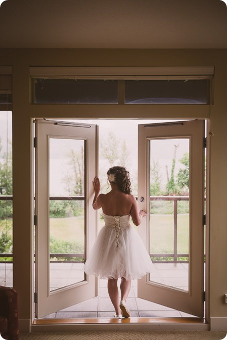Kelowna-wedding-photographer_The-Cove-Lakeside-Resort_Gellatly-Nut-Farm_sparkler-exit__86596_by-Kevin-Trowbridge