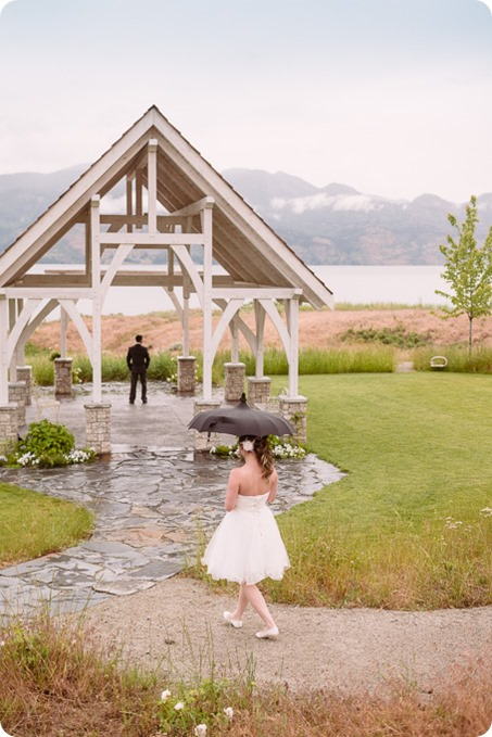 Kelowna-wedding-photographer_The-Cove-Lakeside-Resort_Gellatly-Nut-Farm_sparkler-exit__86616_by-Kevin-Trowbridge