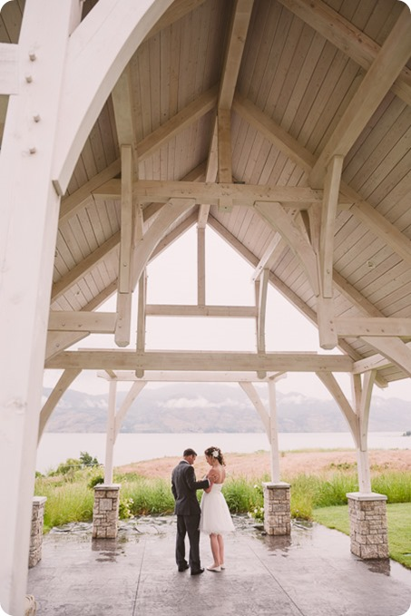 Kelowna-wedding-photographer_The-Cove-Lakeside-Resort_Gellatly-Nut-Farm_sparkler-exit__86642_by-Kevin-Trowbridge