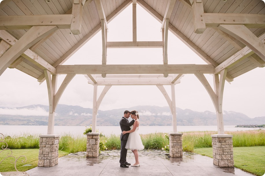 Kelowna-wedding-photographer_The-Cove-Lakeside-Resort_Gellatly-Nut-Farm_sparkler-exit__86659_by-Kevin-Trowbridge