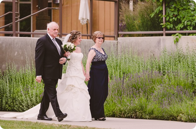 Kelowna-wedding-photographer_The-Cove-Lakeside-Resort_Gellatly-Nut-Farm_sparkler-exit__8680_by-Kevin-Trowbridge