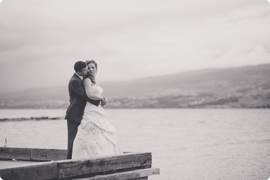 Kelowna-wedding-photographer_The-Cove-Lakeside-Resort_Gellatly-Nut-Farm_sparkler-exit__87549_by-Kevin-Trowbridge-2