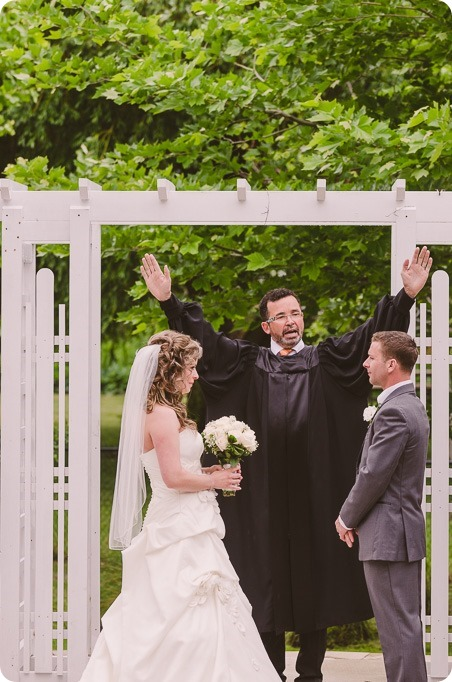 Kelowna-wedding-photographer_The-Cove-Lakeside-Resort_Gellatly-Nut-Farm_sparkler-exit__8764_by-Kevin-Trowbridge
