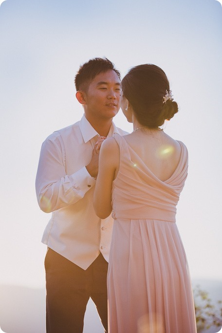 Sparkling-Hill-Resort-wedding_Chinese-Tea-Ceremony_Kalamalka-Lake-portraits_Okanagan-wedding-photographer-Kelowna-Vernon_203023_by-Kevin-Trowbridge