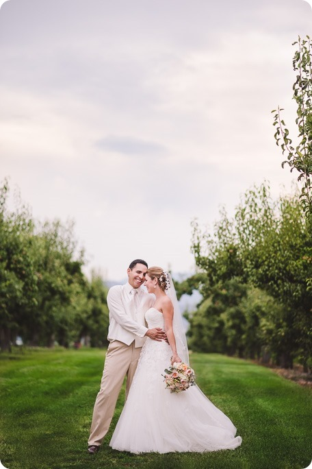 Harvest-Golf-Club-wedding_orchard-classic-car_Kelowna-photographer__162939_by-Kevin-Trowbridge