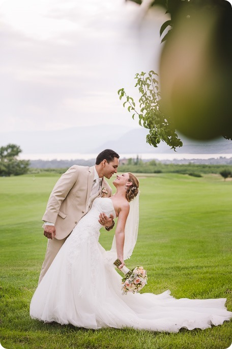 Harvest-Golf-Club-wedding_orchard-classic-car_Kelowna-photographer__170748_by-Kevin-Trowbridge
