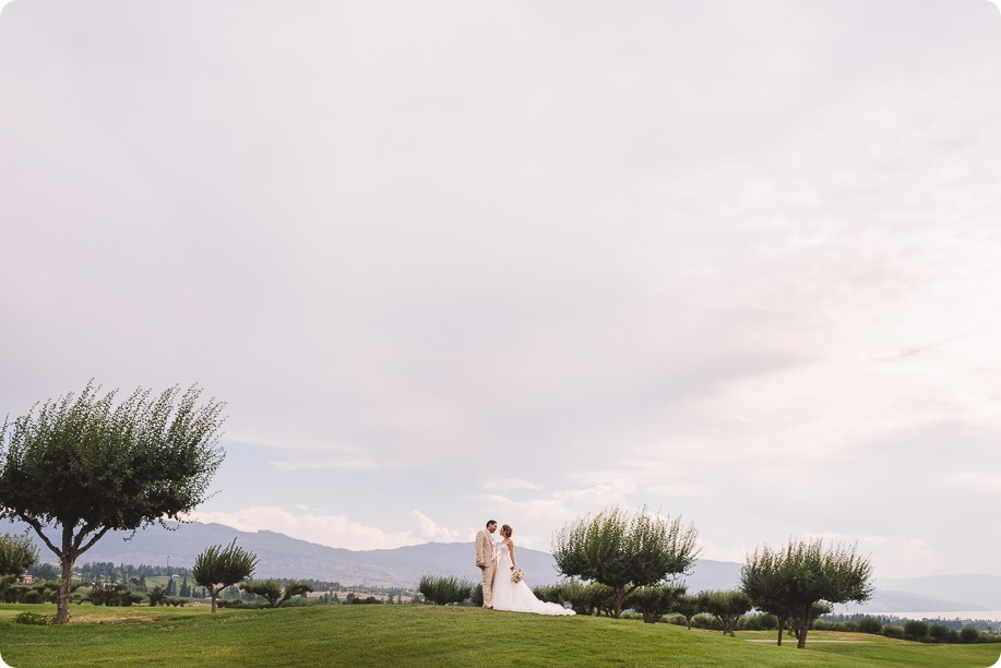 Harvest-Golf-Club-wedding_orchard-classic-car_Kelowna-photographer__171353_by-Kevin-Trowbridge